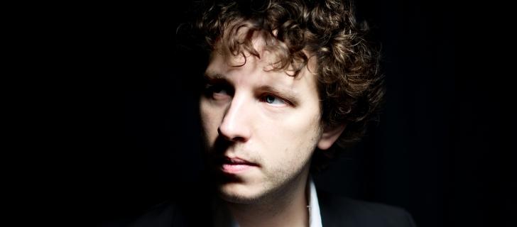 Peter Friis Johansson ger konsert i Uppenbarelsekyrkan