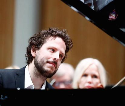 Grandios piano playing by Friis Johansson